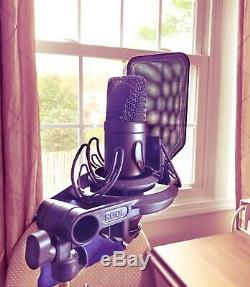 Rode NT1 KIT 1 Cardioid Condenser Microphone with SMR Rycote Lyra Shockmount